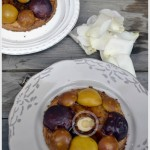 Recette des tartelettes faon sabl aux Prunes et Pommes prsent avec des ptales de rose blanches