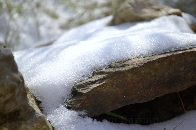 """Photo d'une pierre recouverte de neige pour le thème """"briller"""" du projet 52 vivre la photo"""