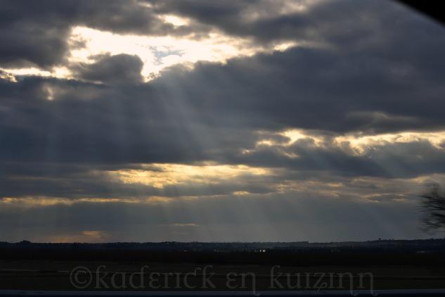 """Rayon du soleil à travers les nuages pour le thème """"lumière"""" du projet 52"""